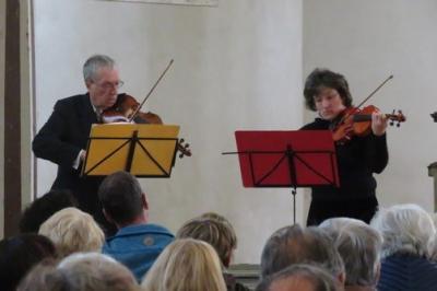 """Fotoalbum Das Leipziger Violinduo """"Con Dolcezza"""" spielt das erste Sommerkonzert 2019 in der Barockkirche Reinharz"""