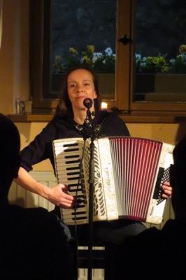 """Fotoalbum """"Frau Schwalbe singt"""" - Lieder mit Annette Bohsung aus Berlin"""