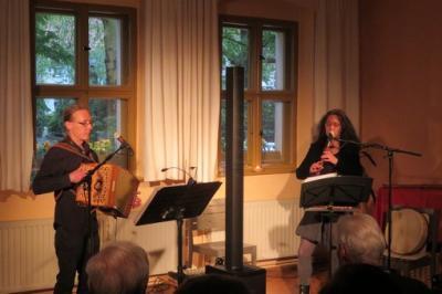 """Fotoalbum """"Sveriges Vänner"""" - Schwedischer Folk, gespielt und Gesungen durch Gudrun Selle (Gesang, Flöten, Rahmentrommel) & Johannes Uhlmann (diatonisches Knopfakkordeon, Gesang)"""
