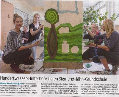 Fotoalbum Hundertwasser-Maleraktion im Foyer der SJG