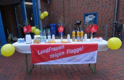 """Fotoalbum Aktion """"Landfrauen zeigen Flagge"""" Sett die doal und fräuhstück mit us"""