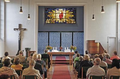 Fotoalbum Neue Altarwand in der Auferstehungskirche wurde übergeben