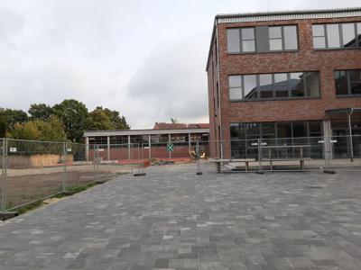 Fotoalbum Impressionen: Unser neues Gebäude und der neugestaltete Schulhof