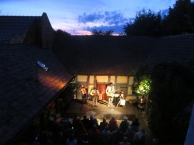 Fotoalbum WETTERMANN & Band aus Leipzig verzaubern den Pfarrhof