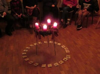Fotoalbum 24 Abende Gemeinschaft zum Advents-Fensteröffnen im Gemeindehaus