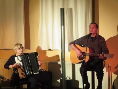 """Fotoalbum """"Silvia & Maik Göpel mit ihrem Programm """"Lebenserwartung"""" geben ein Konzert im Gemeindehaus"""