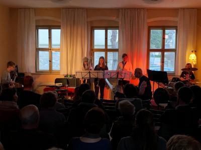 """Fotoalbum """"Winterkonzert"""" im Gemeindehaus mit Instrumentalisten und musikalischem Nachwuchs der Kirchengemeinde unter Leitung von O.-B. Glüer"""