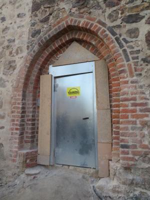 Fotoalbum Neue Bilder zum Stand vom Umbau des barrierefreien Kirchenzuganges. Die Innenrampe nimmt Gestalt an.
