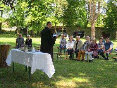 Fotoalbum Gottesdienst zu Himmelfahrt auf der Wiese im Schloßpark Reinharz