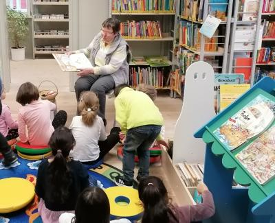 """Fotoalbum """"Mit gespitzten Ohren"""" - Vorlesereihe für Kinder in der Wusterhausener Bibliothek"""