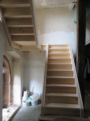 Fotoalbum Baustelle Barrierefreier Eingang der Kiche - erste Bilder vom Einbau der neuen Treppe zur Orgelempore
