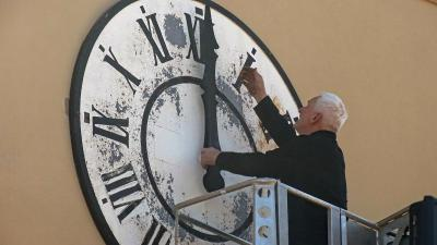 Fotoalbum Reparatur der Kirchturmuhr beginnt