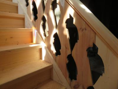 Fotoalbum Baustelle Barrierefreier Eingang der Kirche - Das Geländer der neuen Treppe zur Orgelempore ist eingebaut