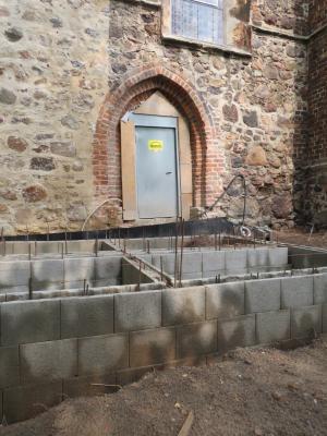 Fotoalbum Baustelle Barrierefreier Eingang der Kirche - Arbeiten der Außenrampe haben begonnen