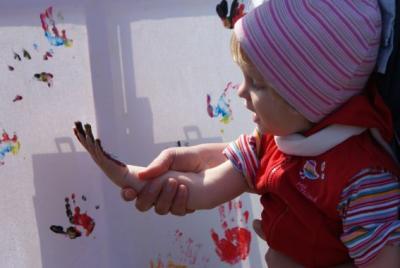 Foto des Albums: Kinderhände - Malwettbewerb bei der TickTack-Kindertagesbetreuung (25.04.2010)