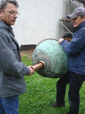 Foto vom Album: Versenkung der Dokumentenhülse in der Kirchturmspitze Bücknitz