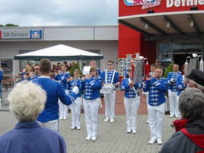 Foto des Albums: Dorfbaum (01.05.2010)