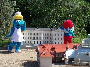 Fotoalbum Papa Schlumpf und Schlumpfine im Miniaturenpark