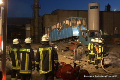 Foto des Albums: Einsatz bei Fa. Hasenclever, Müllcontainerbrand (03.02.2012)