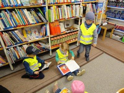 Foto des Albums: Kindergartenkinder aus Altenberg besuchen die Bibliothek (18.09.2012)