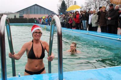 Fotoalbum Neujahrsschwimmen in Kaltennordheim (Fotos: Katja Schramm)