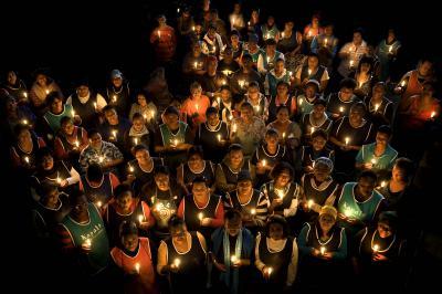 Fotoalbum Die Mitarbeiter von Kapula schicken uns lichtvolle Grüße