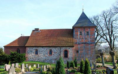 Foto des Albums: Kirche im Ortsteil Wichmannsburg (29.06.2013)