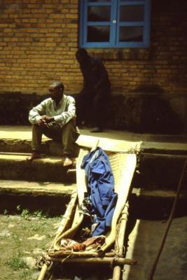 Fotoalbum Munzanga: Gesundheitszentrum und Wasserversorgung