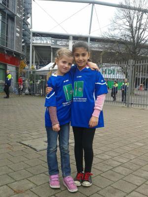 """Fotoalbum """"Vereint für Hannover"""" - Mädchen im Stadion bei Hannover 96"""