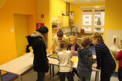 Fotoalbum Weihnachtsbasteln mit dem Förderverein der Schule