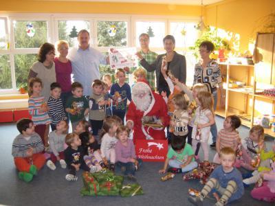 Fotoalbum Weihnachtsmann mit Spendenscheck im Sack