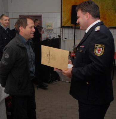 """Fotoalbum Förderschild """"Partner der Feuerwehr"""" für Autohaus Heinrich & Zobel"""