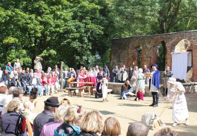 Fotoalbum Theateraufführung im Schlosspark