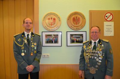 Fotoalbum Landeskönigsscheiben im Schützenhaus angebracht