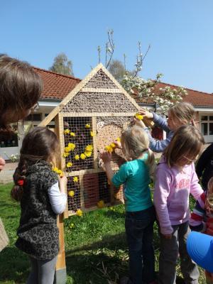 Fotoalbum Insektenhotel im Kindergarten Stöckte