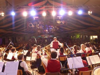 Foto des Albums: Unterhaltungsmusik im Bierzelt beim Bezirksmusikfest in Weicht (14.05.2015)
