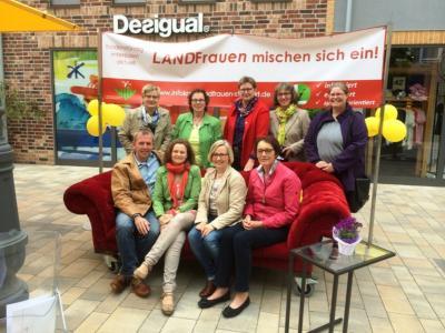 """Fotoalbum """"Landfrauen mischen sich ein"""" am 21.5.15 im FOC Ochtrup"""