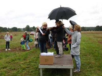 Fotoalbum Baumpflanzaktion zum Weltkindertag