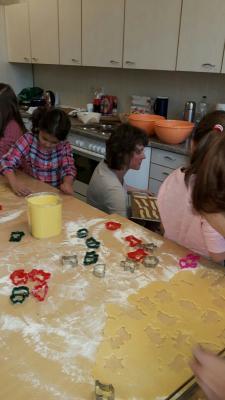 Fotoalbum In der Weihnachtsbäckerei der Klasse 1
