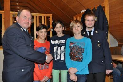 Fotoalbum Jahreshauptversammlung der Feuerwehr mit Ehrungen und Neuaufnahmen