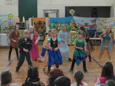 Fotoalbum Im Dschungel - Fasching in der Grundschule