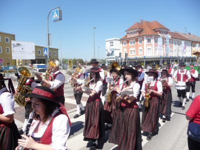 Foto des Albums: Festumzug beim 59. Bezirksmusikfest (08.05.2016)