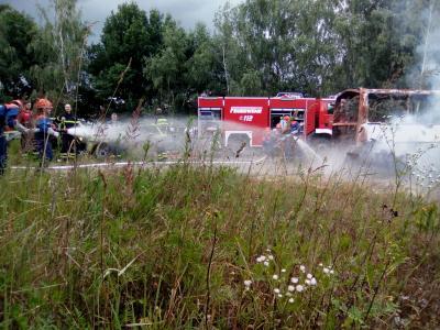 Fotoalbum JF Ausbildung Brandbekämpfung am echten Feuer