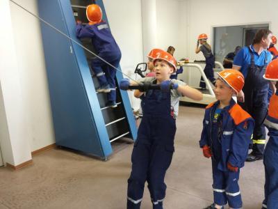 Fotoalbum Jugendfeuerwehr besucht die Atemschutzübungsanlage