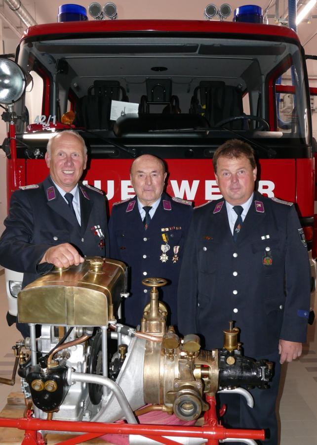 Foto der Galerie: 75 Jahre aktiv in der Feuerwehr - Feuerwehr Rebesgrün weiht neues Domizil ein und würdigt mit Heinz Schrott einen der verdientesten Kameraden ihrer Wehr