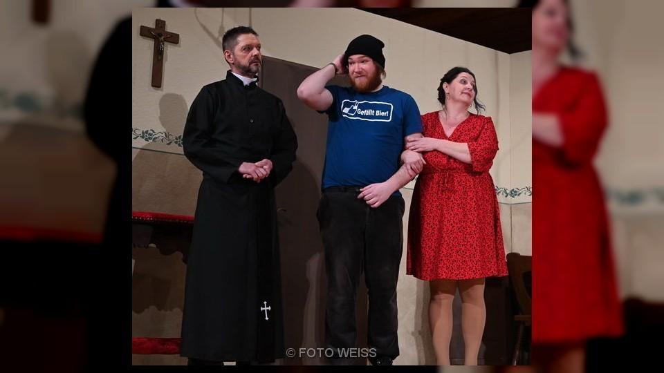 """Foto der Galerie: Theatergruppe Kanzach spielt: """"Aber, aber Herr Pfarrer"""""""