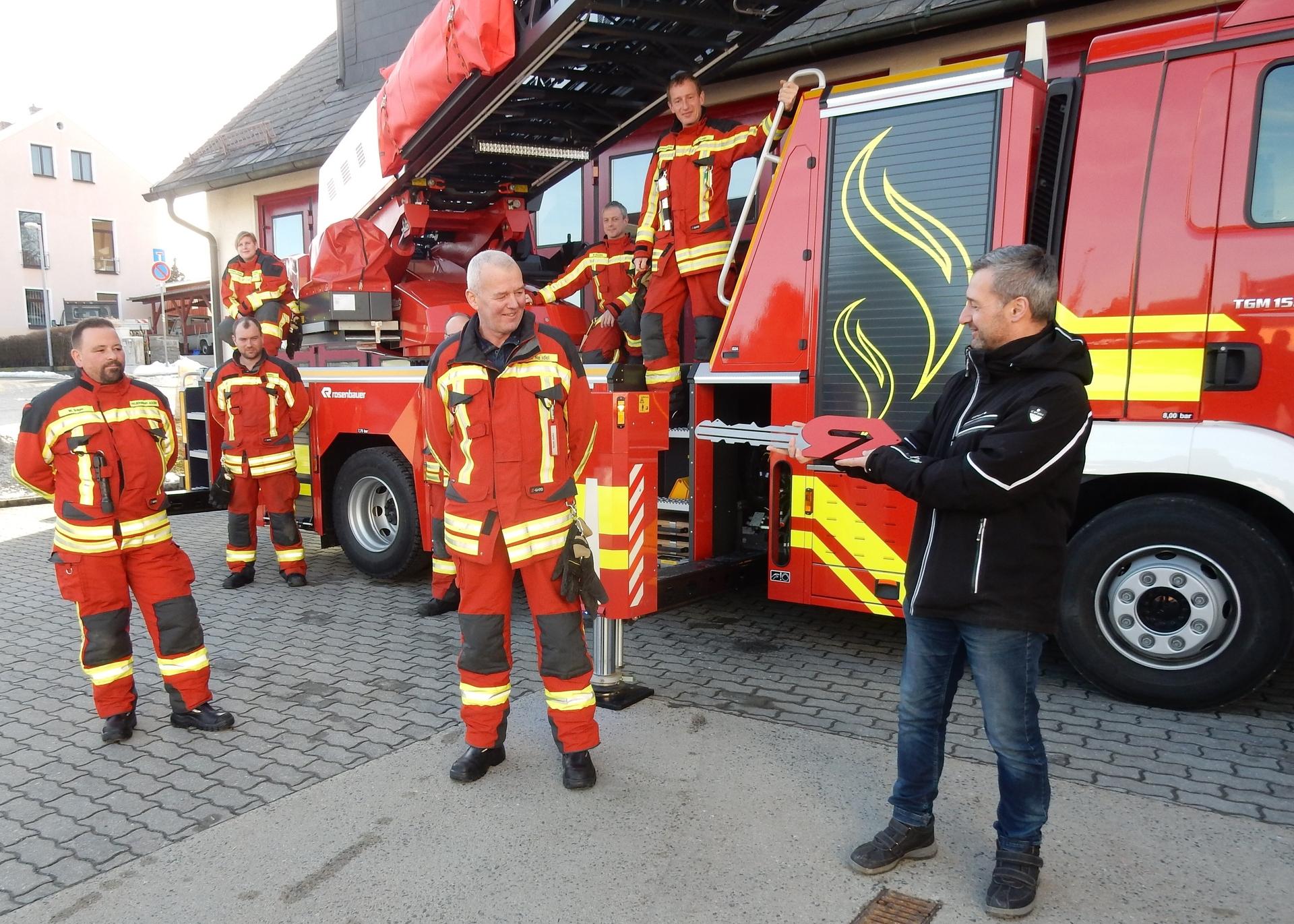 Foto der Galerie: Freiwillige Feuerwehr Adorf / Vogtl. erhält neues Hubrettungsfahrtzeug