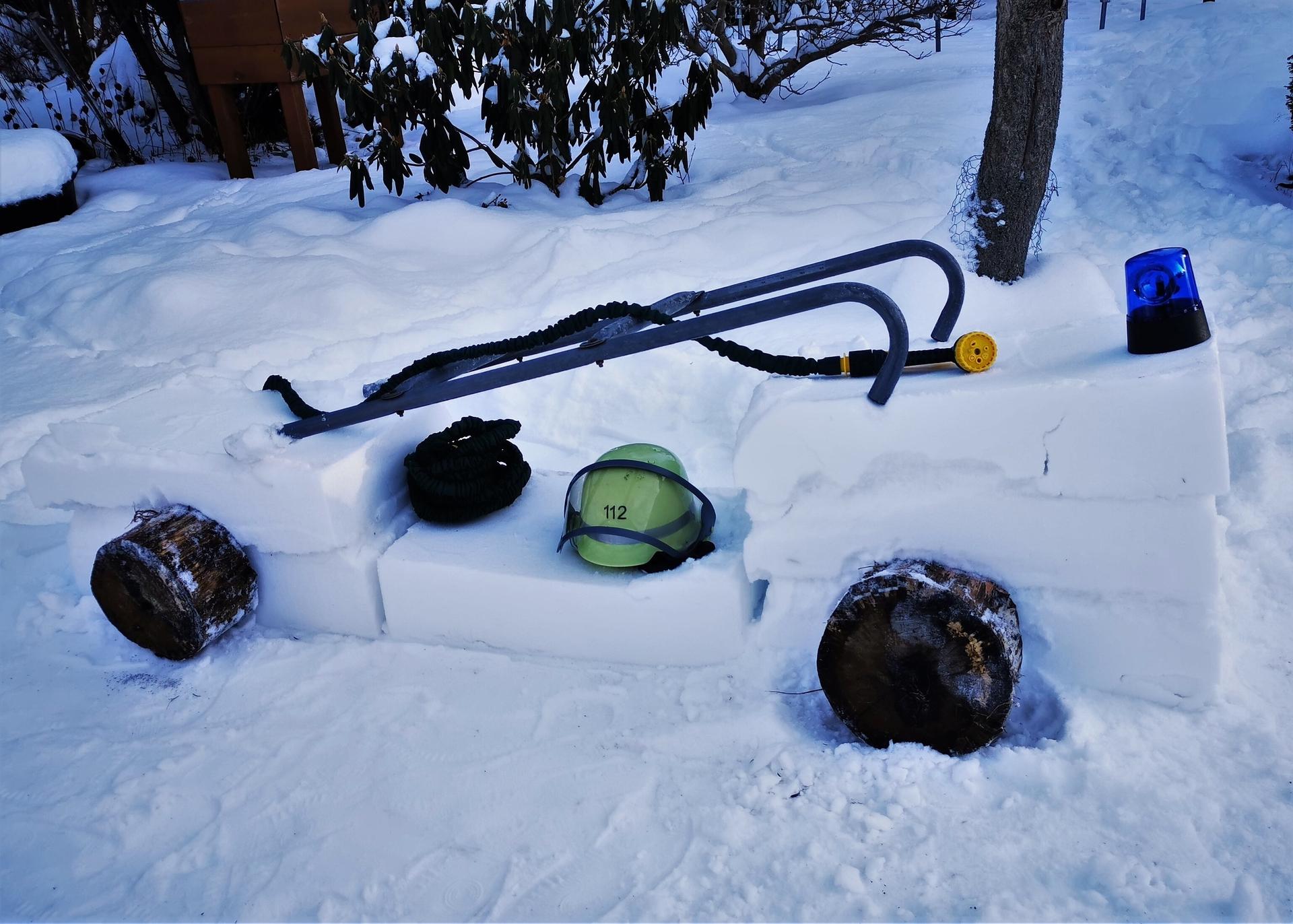 Foto der Galerie: Wettbewerb - Bau Deine schönste Schneefigur zum Thema Feuerwehr
