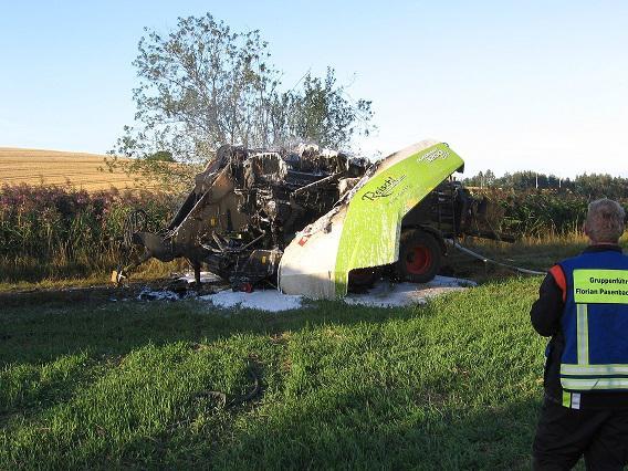 Foto der Galerie: Brand einer Strohpresse