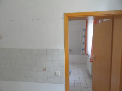 Küche mit Blick auf das Bad
